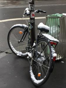 velo sous la neige a Paris